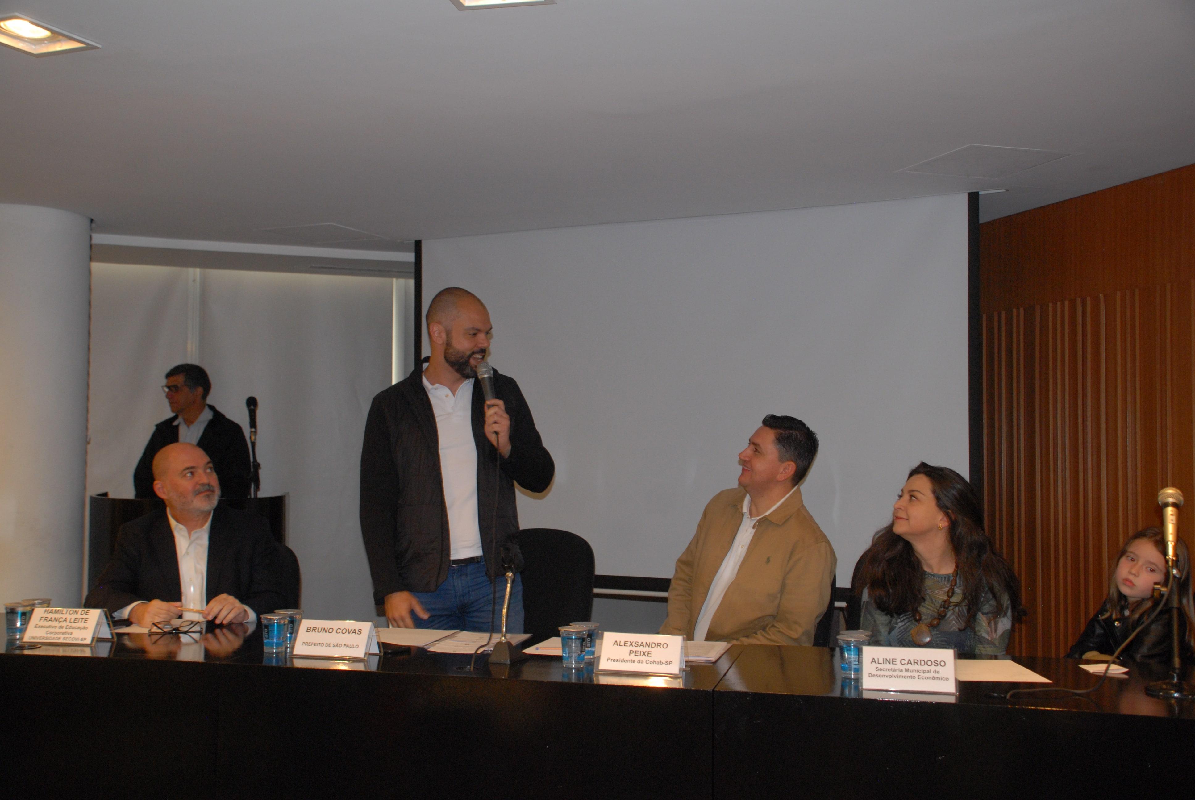Prefeito de São Paulo Bruno Covas, realizando a abertura do seminário.