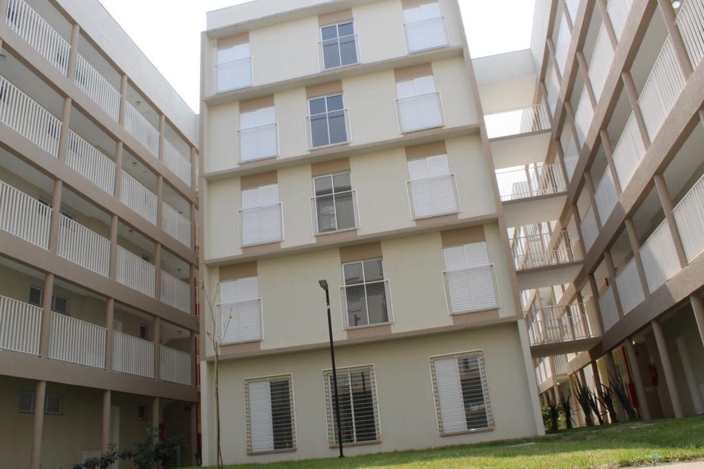 A imagem mostra a faixada do prédio no Itaim Paulista que foi destinado aos portadores de deficiência.